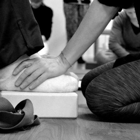 yoga-adattato-piedi-laura-liina-fantozzi