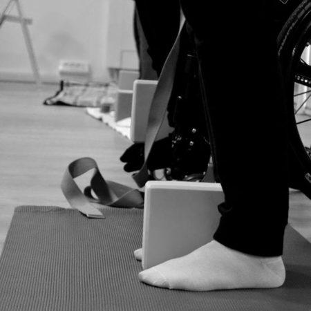 yoga-adattato-sedie-laura-liina-fantozzi