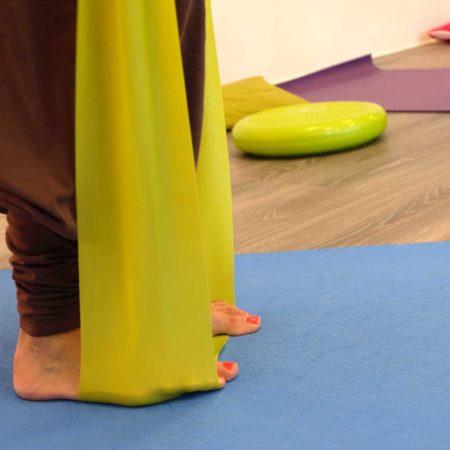 yoga-postura-elastici-laura-liina-fantozzi