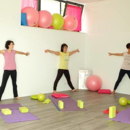 yoga-postura-muro-laura-liina-fantozzi
